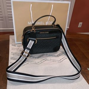 Michael Kors   Camera Bag Crossbody